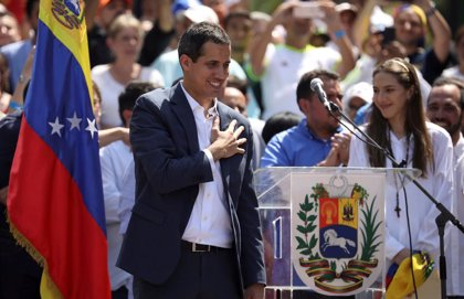 La oposición dice que once diplomáticos de Venezuela en EEUU han reconocido la autoridad de Guaidó