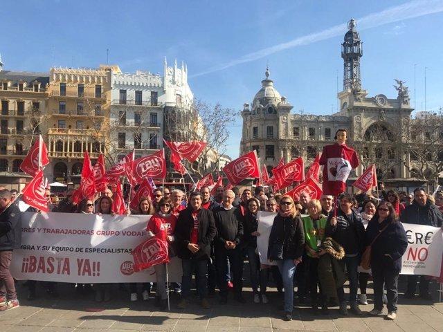 Ribó en la manifestación de Vodafone