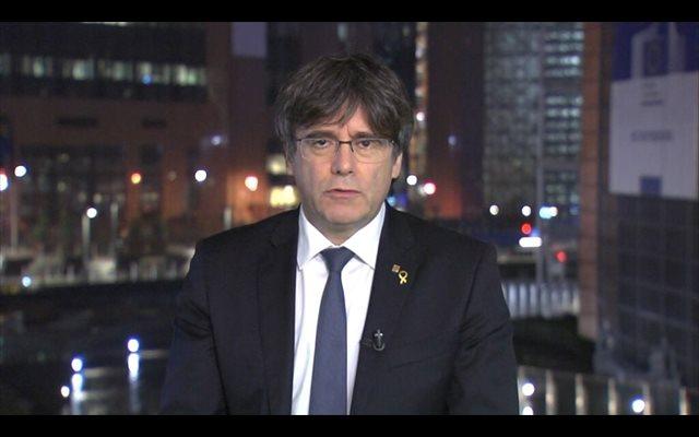 Puigdemont replica a Arrimadas que Punset fue 'expulsada' justamente por visitarle