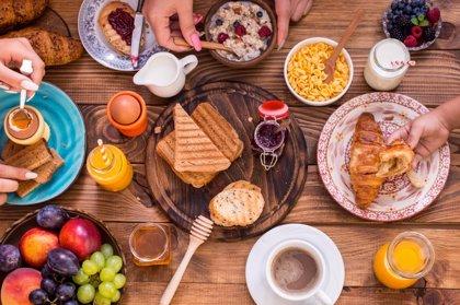 Cómo debe ser el desayuno ideal de los españoles: ¿Basta con café y tostada?