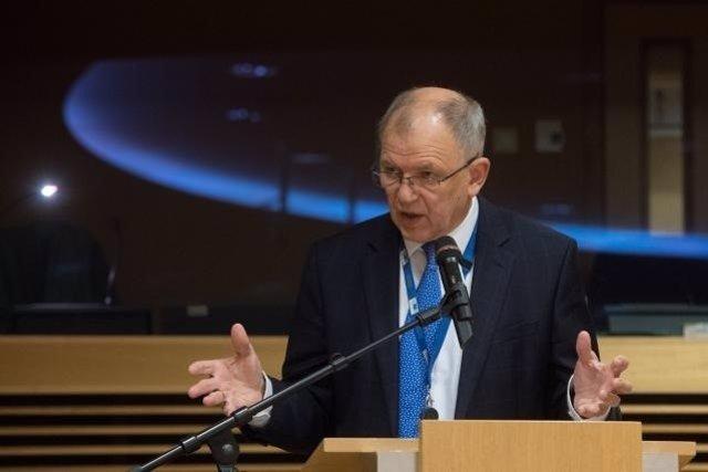 """El comisario de Salud asegura que Europa tiene """"plan A, B y C"""" contra un desabas"""