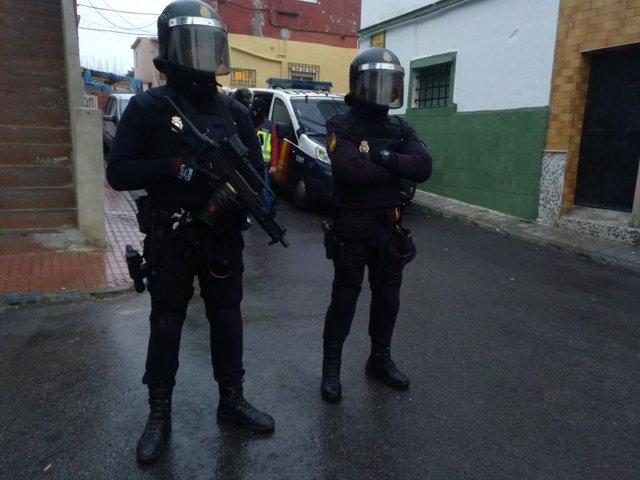 Despliegue policial en una operación contra el narcotráfico en el