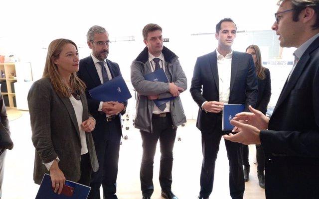 Aguado visita el centro de producción automóvil Groupe PSA y apuesta por 'cuidar el tejido empresaroal e industrial'