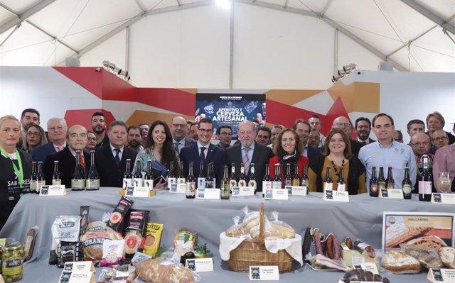 Empresas y productores de unos 20 municipios, en la Feria del Aperitivo y Cerveza Artesanal de Diputación de Sevilla