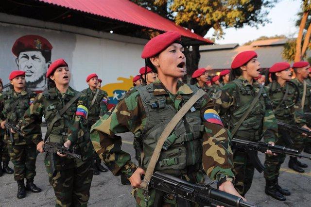 Mujeres soldado en Venezuela