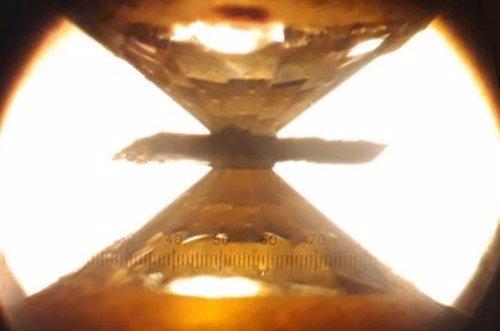 Simulan condiciones de la formación de diamantes en la Tierra profunda