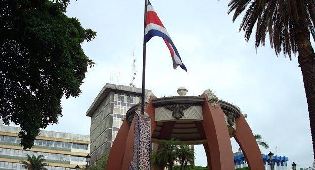 Los diplomáticos nombrados por Guaidó piden disculpas y abandonan la Embajada de