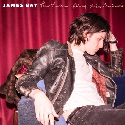 James Bay lanza su elegante y expansiva colaboración con Julia Michaels: Peer Pressure