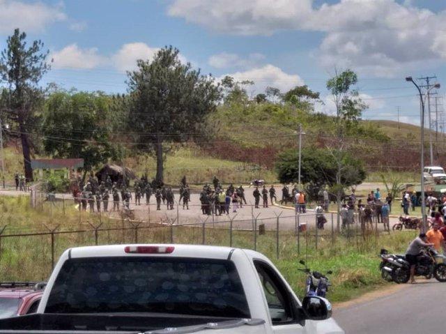 Aumentan a dos los muertos en un enfrentamiento entre militares venezolanos e in