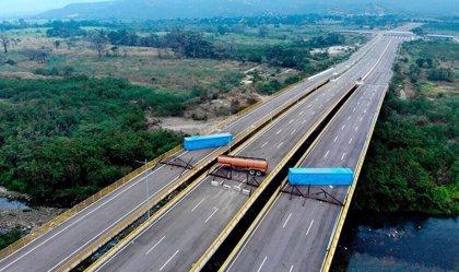 """El Gobierno venezolano anuncia el cierre de tres puentes fronterizos con Colombia """"por las serias amenazas"""""""