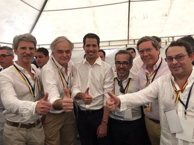 Encuentro de una delegación del PP con Guaidó