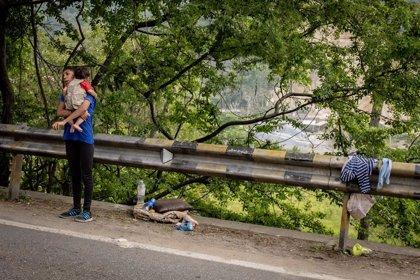 Fuerzas venezolanas usan gas lacrimógeno para impedir a 200 personas que cruzaran la frontera con Colombia