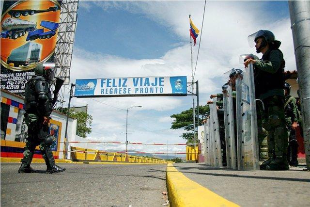 Puente Internacional Simón Bolívar en la frontera entre Venezuela y Colombia