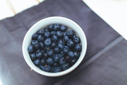 El azul de los arándanos ayuda a reducir la presión arterial