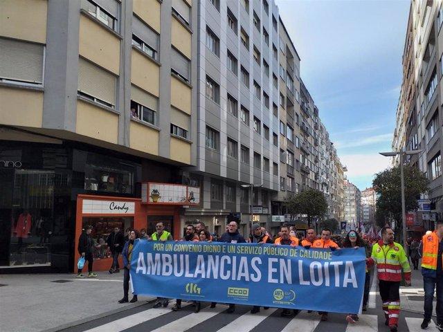 Centenares de trabajadores de ambulancias se manifiestan en Santiago --ARCHIVO