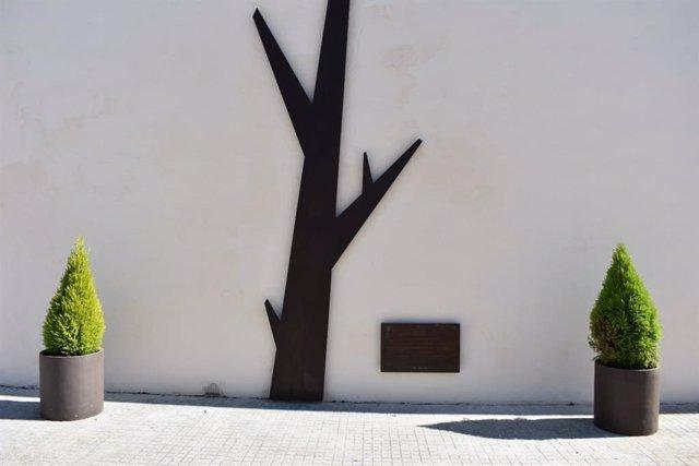 Se ha inaugurado el 'Árbol de la Memora', un relieve en metal que señalizará las