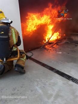 Sofocado un incendio en interior de un garaje de un chalet de Marratxí