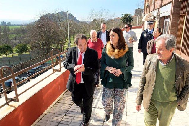 Gema Igual visita la calle Joaquín Bustamante de Santander