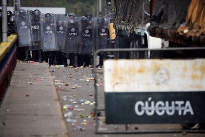 Nuevos enfrentamientos entre manifestantes y policía venezolana en la frontera con Colombia
