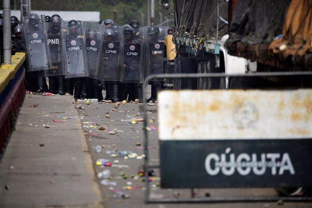 Efectivos de la Guardia Nacional Bolivariana en la frontera entre Venezuela y Co