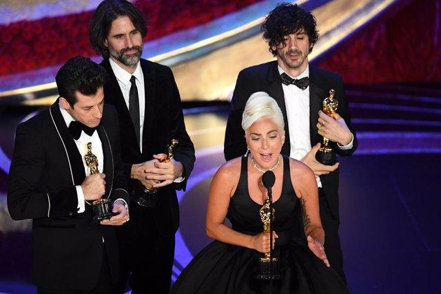 Lady Gaga recoge el Oscar a la mejor canción