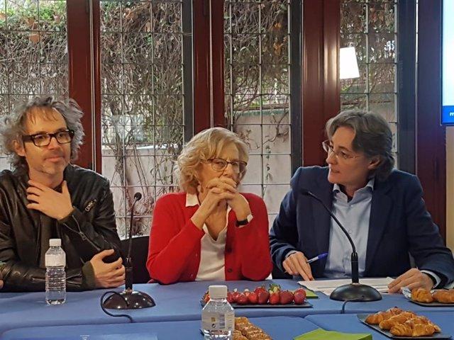 Más dLa alcaldesa de Madrid, Manuela Carmena, con el músico James Rhodes, ofreci