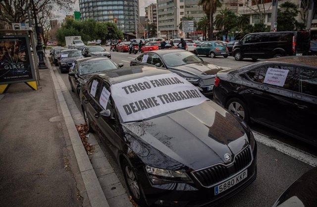 Vehículos VTC en su reciente protesta en Barcelona (Archivo)