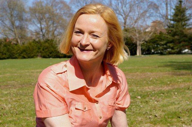 Mujer mediana edad, menopausia, osteoporosis