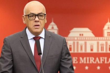 El ministro de Comunicación venezolano acusa a la oposición de planear las muertes en la frontera para culpar a Maduro