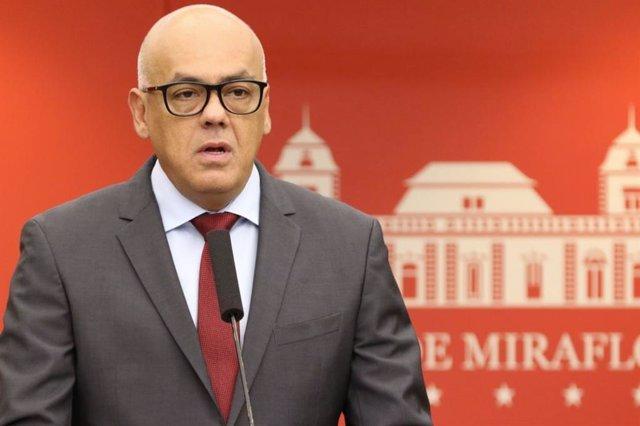 El ministro de Comunicación venezolano acusa a la oposición de planear las muert
