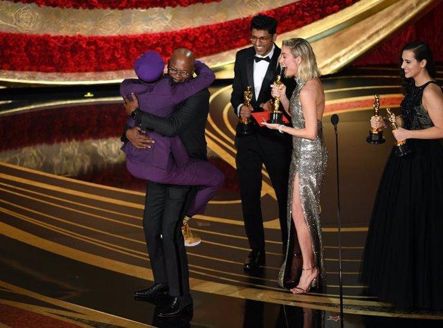 Spike Lee, a los brazos de Samuel L. Jackson en los Oscar 2019