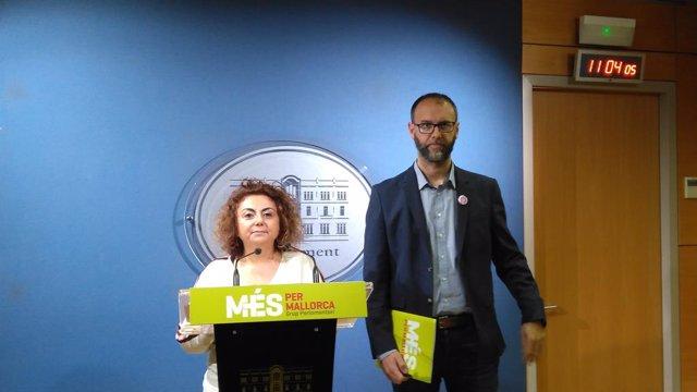 Els diputats de MÉS per Mallorca, Joanaina Campomar i Miquel Gallardo