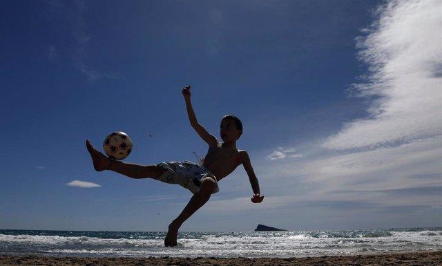 Recurso de niño jugando, infancia, niñez, niños
