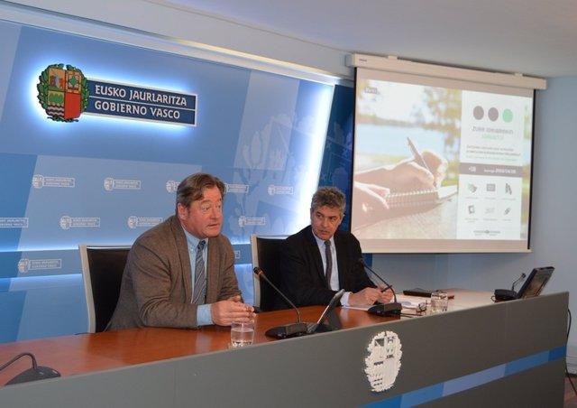 El consejero vasco de Cultura, Bigen Zupiria, y el viceconsejero Joxean Muñoz