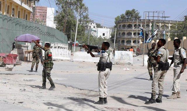 Miembros de las fuerzas de seguridad en Mogadiscio