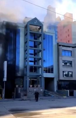 Difunden un vídeo de un mexicano saltando desde un quinto piso para huir de un i