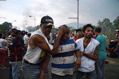 """Pence reafirma su apoyo a Guaidó tras los """"trágicos"""" incidentes del fin de semana"""