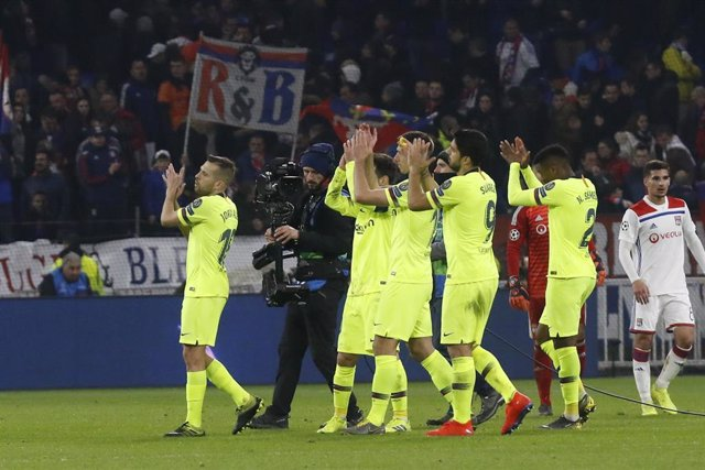 Felicitaciones De Navidad Del Fc Barcelona.El Fc Barcelona Suspende Cautelarmente A Un Grupo De Socios Y Dos Penas Por Los Incidentes En Lyon