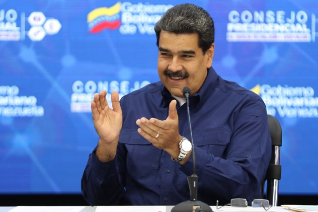 Maduro meets ministers related to science and technology