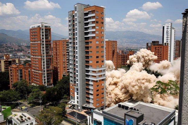 Captan al supuesto fantasma de Pablo Escobar minutos antes de la demolición del