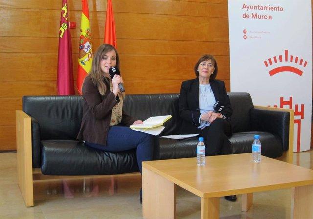 La concejal Rebeca Pérez con la psicóloga Ana Sánchez de la Asesoría Psicosocial