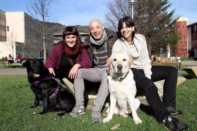 Autores de estudio de la UPV de psicoterapia con animales