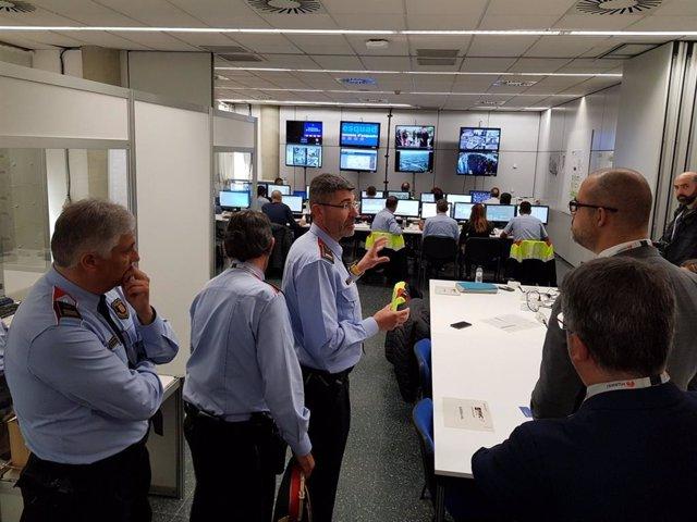 Miquel Buch visita el centre de coordinació de l'MWC