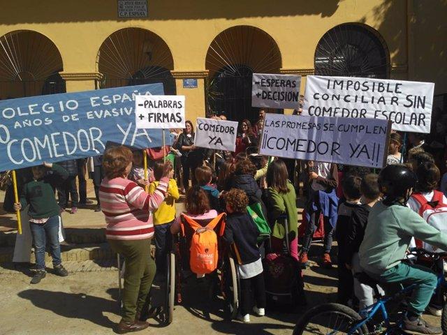 """Sevilla.- Padres de alumnos del colegio 'España' exigen al Ayuntamiento que """"cum"""
