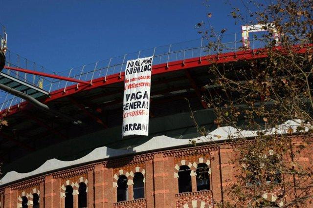 Pancarta de Arran contra las condiciones laborales de las azafatas del MWC