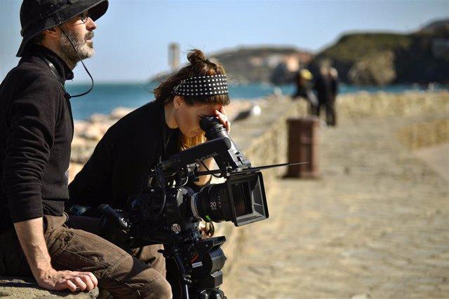 La cineasta andaluza Laura Hojman rueda en Francia su documental 'Los días azule