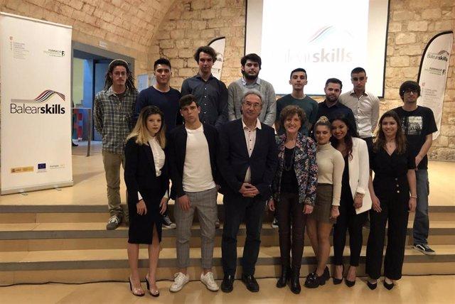 El conseller de Educación y Universidad, Martí March, entrega los premios Balear