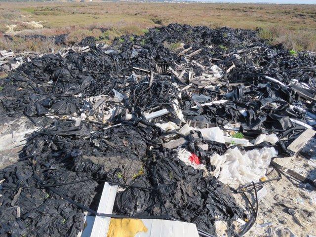 Vertedero de plásticos agrícolas denunciado por Ecologistas