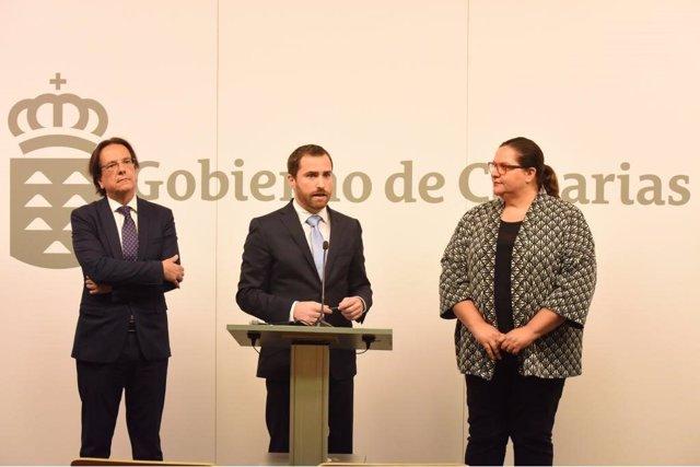 El Gobierno de Canarias entrega el nuevo decreto de alquiler vacacional a cabild