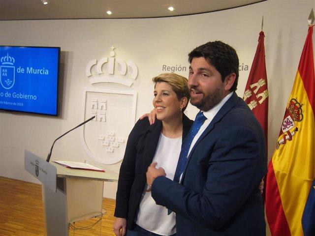 El presidente del Gobierno regional, Fernando López Miras, y la actual consejera